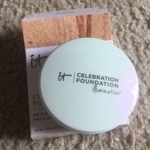 It cosmetics celebration foundation in Tan